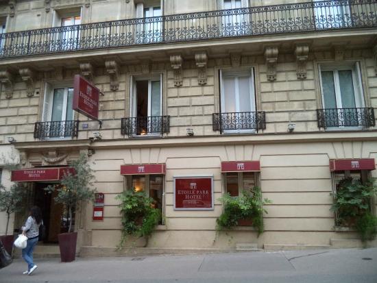 Etoile Park Hotel : Вид с улицы