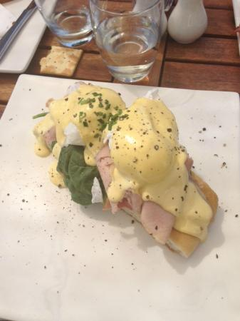 Yarrawood Cellar Door and Cafe: Best Breakfast in ages