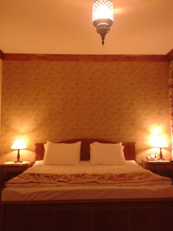 Lalinn Hotel: camera