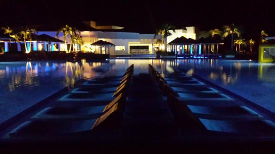 Valentin Perla Blanca: Pool At Night