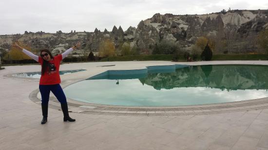 Tourist Hotel & Resort Cappadocia: em frente a piscina  do tourist...nov 2014...friozinho suportável.