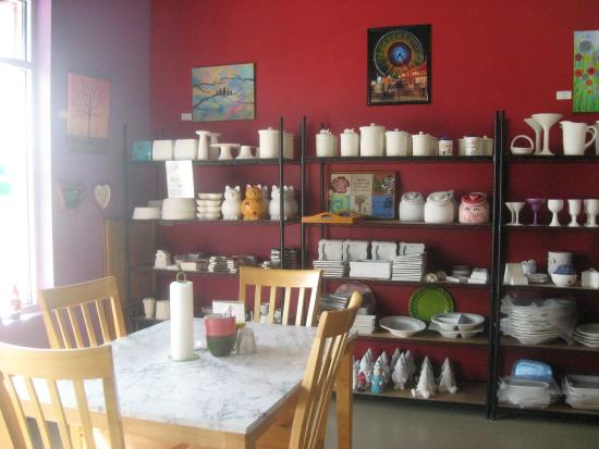 inside picture of klaystation pottery painting studio