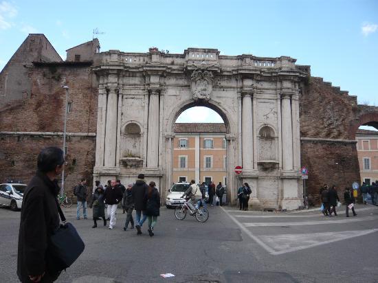 Entrada al mercado foto di porta portese roma tripadvisor - Porta portese 2 ...