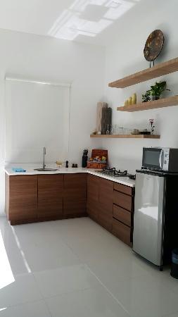 La Villa Langkawi: Clean kitchen. cooking utilities provided. Free mini bar