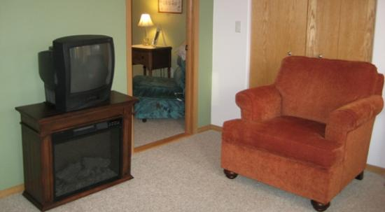 Alaska Garden Gate B & B: From Blossoms apartment living room, looking into bedroom.