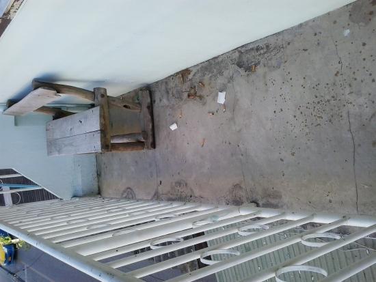 7 Century House : il balcone immondizzaio