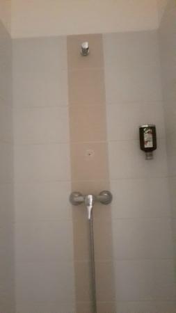 Appart'City Confort Nantes Centre : Etat de la douche à l'arrivée