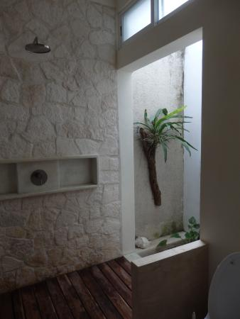 Layla Guesthouse : Shower