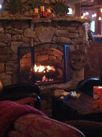 The Common Man Inn: Fireplace in the dining room