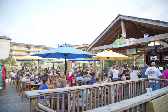 Loggerhead's Beach Grill: Loggerhead's is the party on the beach!