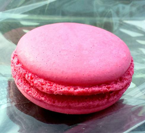 Dean & Deluca Georgetown: Decadent and totally delightful Raspberry Macaroon