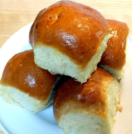 Dean & Deluca Georgetown: Gigantic, buttery, fluffy dinner rolls - touch of sweetness - amazing!
