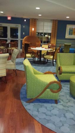 Hotel Indigo Jacksonville Deerwood Park: Lobby and check in area