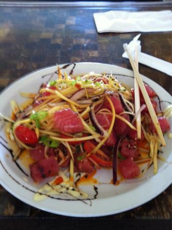 Banjy's Paradise Bar & Grill : Fresh ahi salad was the lunch special