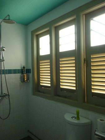Kam Leng Hotel : Shower