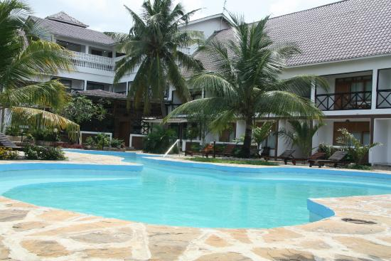 Hotel Diani Palm Resort: Pool Area