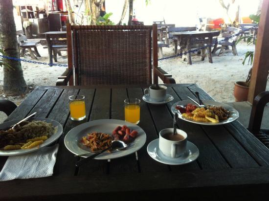 Langkapuri Inn: Breakfast