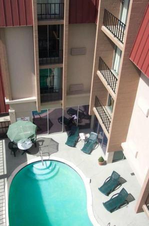 Fairbridge Inn & Suites: Swimming Pool & Hot Tub