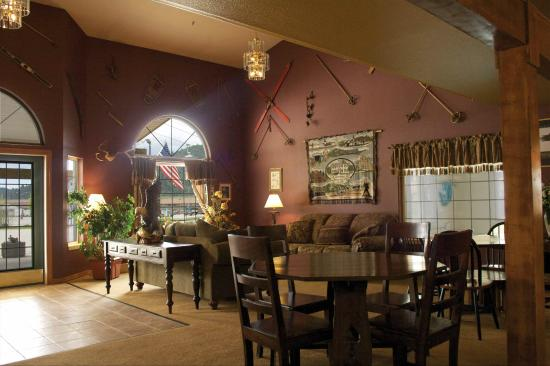 FairBridge Inn & Suites Kellogg: Lobby