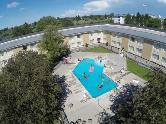 FairBridge Inn & Suites Idaho Falls: Outdoor Pool Courtyard