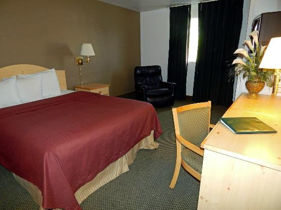 FairBridge Inn - Coeur d'Alene: Queen Business Room