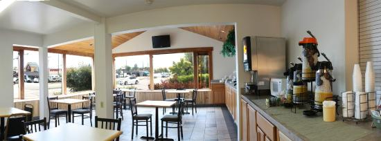 FairBridge Inn & Suites: Hot Waffle Breakfast
