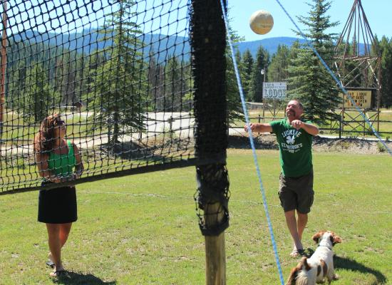The Lodge at Lolo Hot Springs: Volleyball