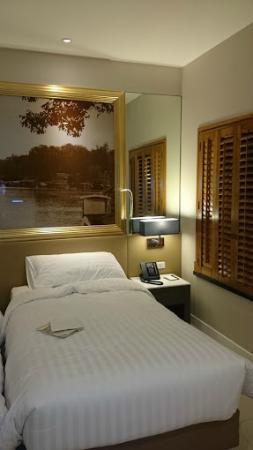 Grande Centre Point Hotel Ploenchit: Room