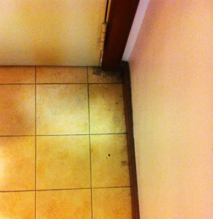 MITC Ancasa Hotel Melaka: Dirts in the room