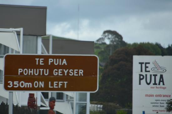 New Zealand Maori Arts and Crafts Institute: Te Puia entrance sign