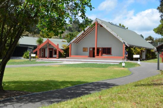 New Zealand Maori Arts and Crafts Institute : Te Puia village