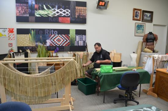 New Zealand Maori Arts and Crafts Institute : Weaving demonstrations
