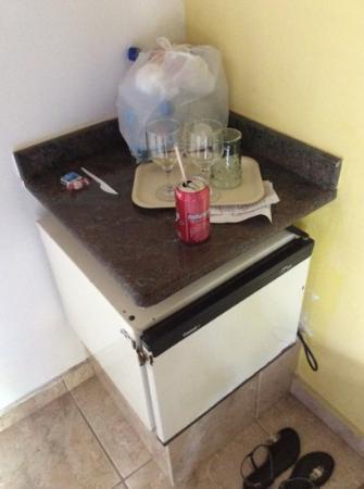 Hotel Fazenda Caluje : Serviço de quarto péssimo.Voltamos e o lixo ali permanecia e frigobar velho.Cruzes!