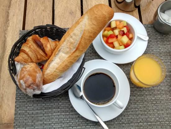Farid Hotel Restaurant Dakar: the petit dejeuner