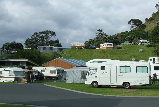 Mount Maunganui Beachside Holiday Park: Caravan site