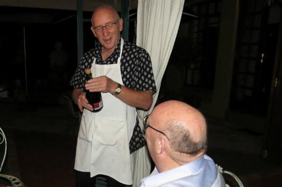 Bohemian House: Johan presents 'fonkelwijn'