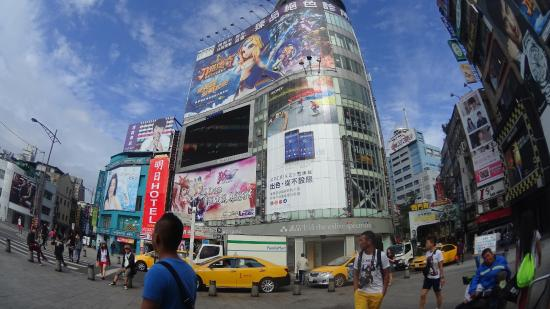 Hotel Puri Ximen Branch: Out of Ximen Station, just behind this building, its HOTEL PURI