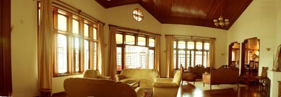 Lavington Hill House: Lounge