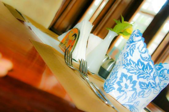 Lavington Hill House: Dinning area