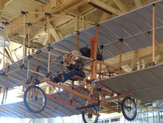 The Hangar Flight Museum: ..another