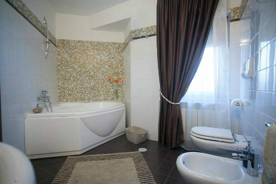 bagno con vasca idromassaggio - Foto di B&B Tesori, Montalto Uffugo ...