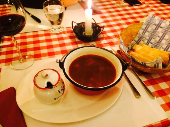 Café Intenzo: Hungarian goulash