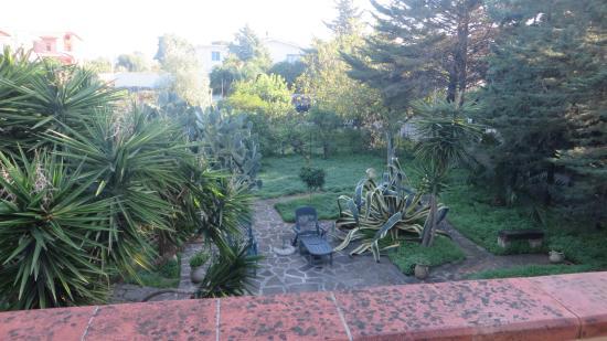 Hotel Villa Soles: Giardino posteriore