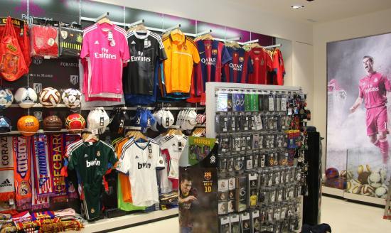 Equipaciones de Fútbol Oficiales en MADRIDSOUVENIRS  fotografía de ... 70fb0d133926a