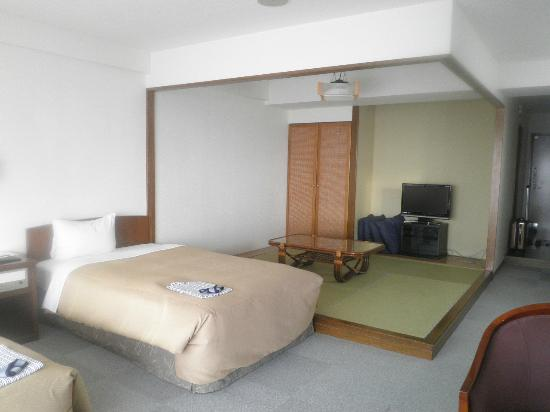 Kanehide Onna Marine View Palace: 和洋室