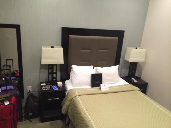 Rm 103 - 1 Queen Bed