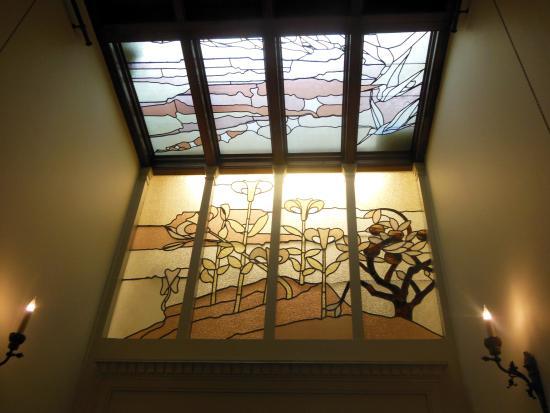 Maison Autrique: stained glass window