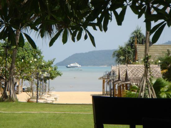 Chalong Beach Hotel and Spa: vue du restaurant