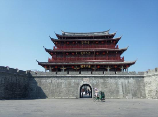 Ancient City Wall of Chaozhou: The maim gate entrance with the signature rickshaw, battery powered ones