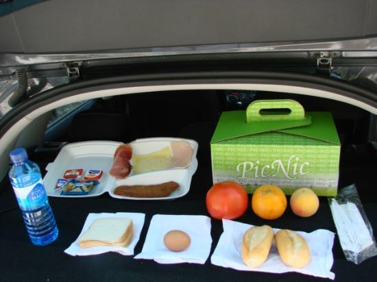 Blau Punta Reina Resort : Contenido del picnic